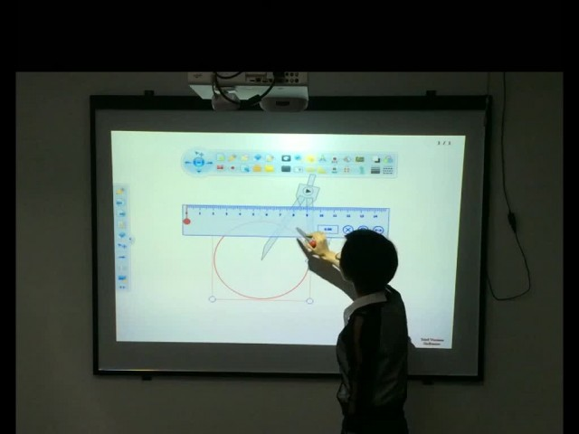 How does an Interactive whiteboard work?
