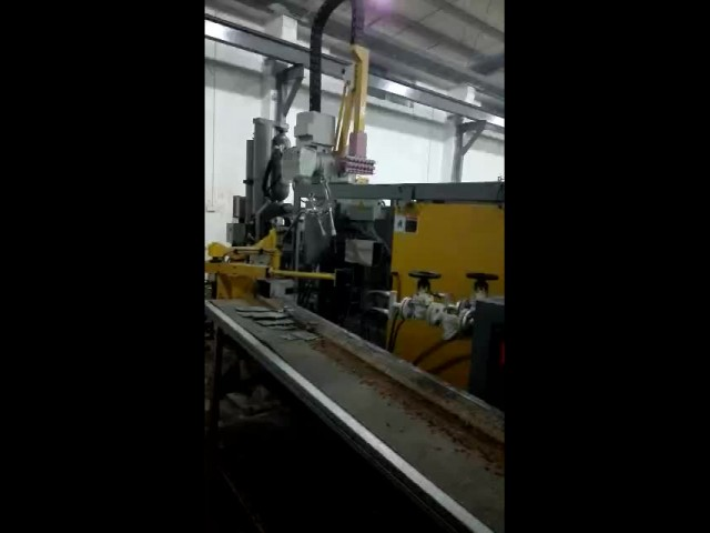Three hands die-casting and edge-trimming machine