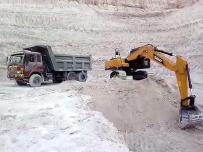 SANY 21 Ton Excavator loading the truck thumbnail image