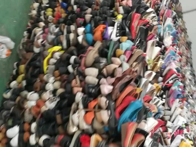 lots of shoes thumbnail image