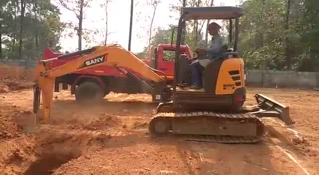 Sany 3.5 ton excavator is loading the truck thumbnail image