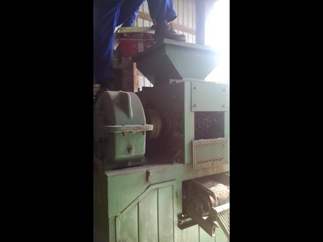 working of briquette machine