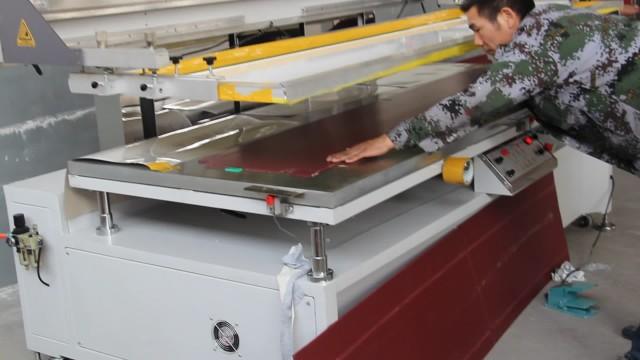 screen printing machine working