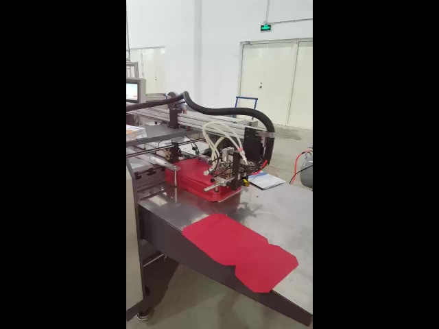 Automatic rigid cover making machine thumbnail image