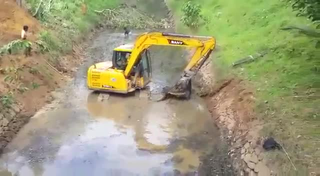 SANY 8 ton excavator working in the river bank thumbnail image