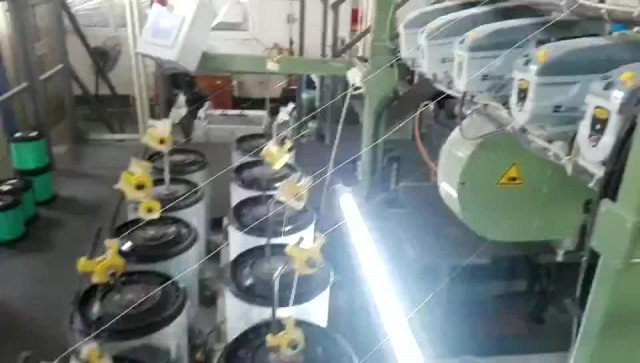 Weaving machine of triple layer forming fabric