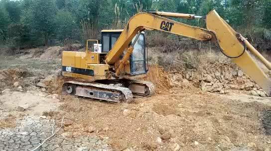E70B excavator thumbnail image