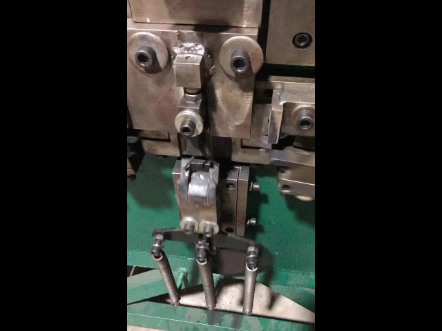 "Machine for making 3/4"" PET strapping seal (2) thumbnail image"