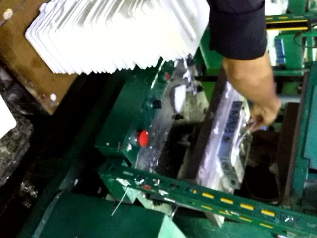 Cutting process for molded paper pulp tray thumbnail image